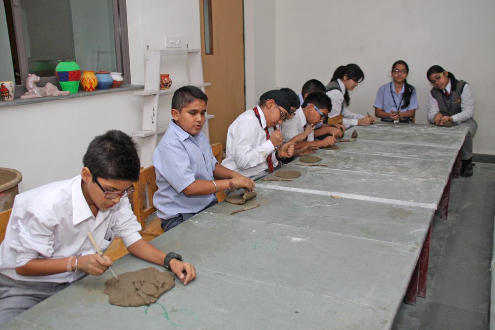 Students learning claymodelling in school premises
